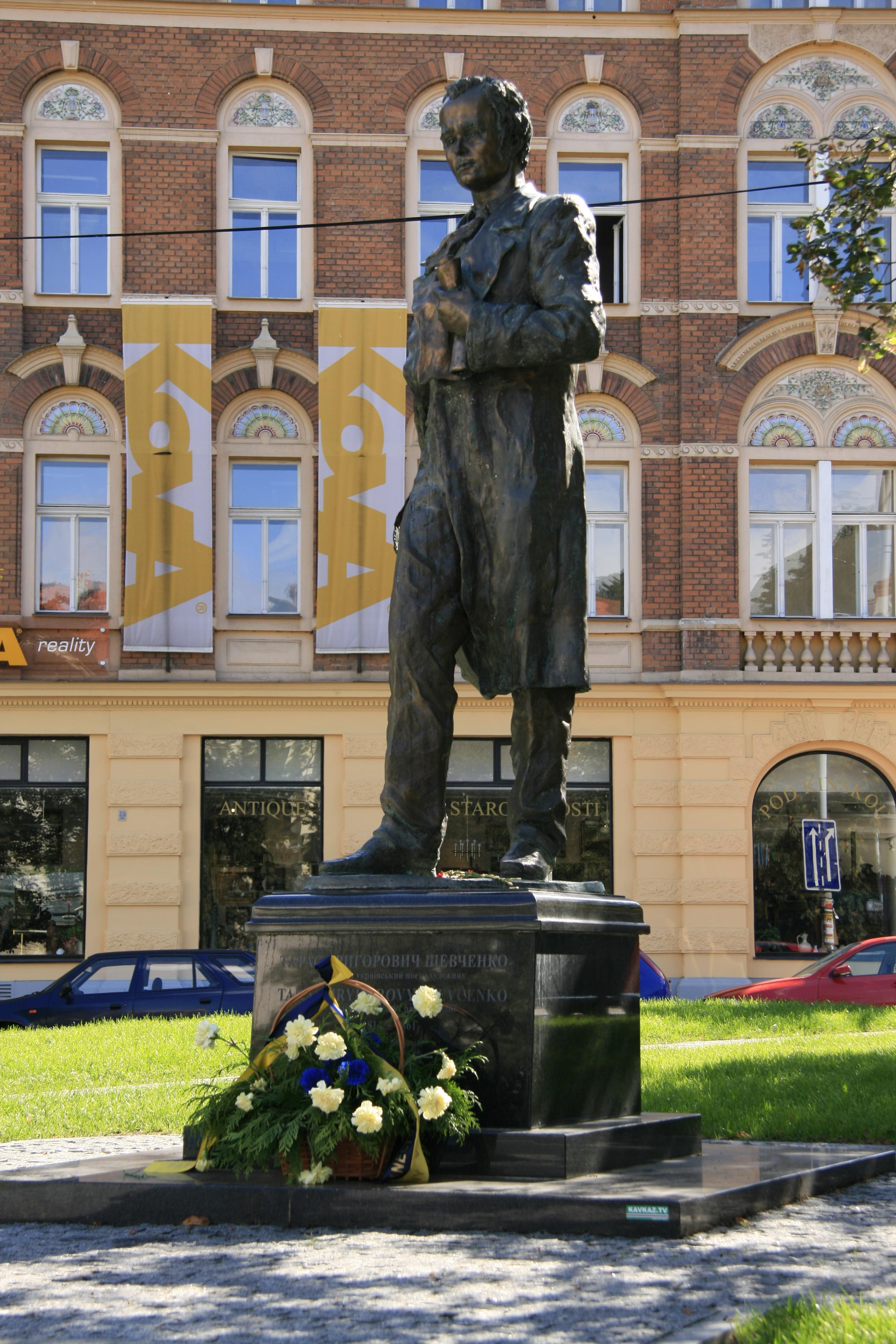 11 Valentin Znoba, pomník Tarase Ševčenka, Náměstí Kinských, 2009, foto Pavel Karous