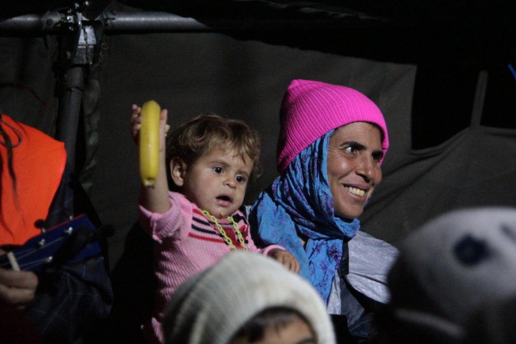 """Mezi uprchlíky nejsou pouze """"mladí muži s chytrými telefony"""", ale i ženy a děti"""